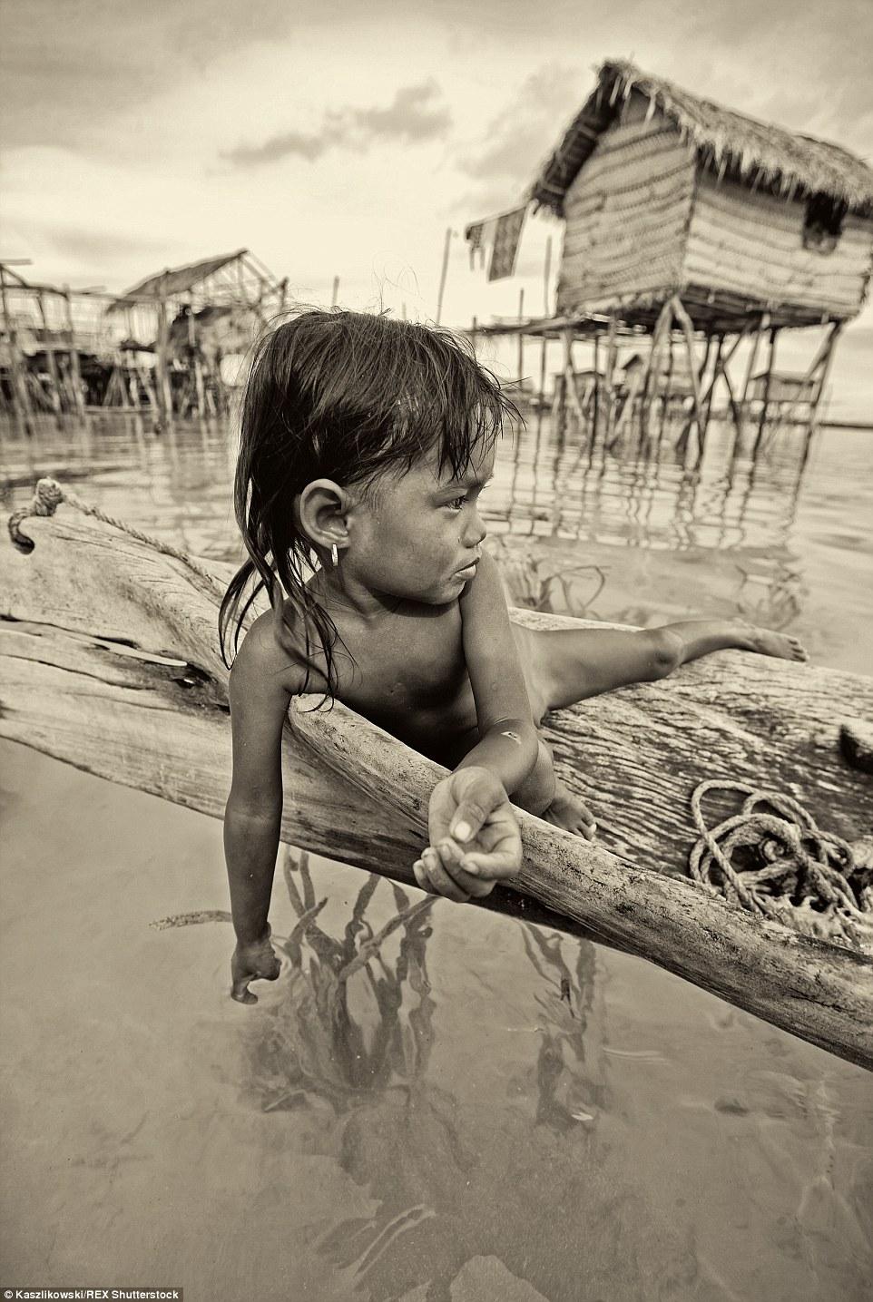 Chùm ảnh: Cuộc sống của bộ tộc du cư trên biển - 10
