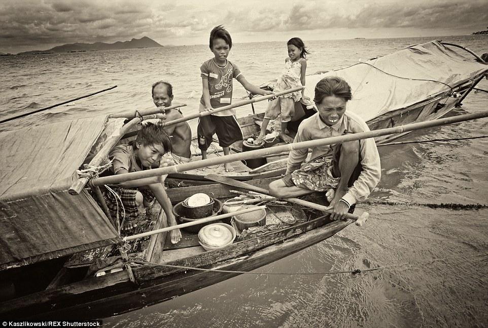 Chùm ảnh: Cuộc sống của bộ tộc du cư trên biển - 12