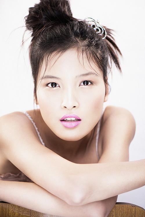 Chà Mi Next Top gợi cảm với váy ngủ mỏng manh - 2
