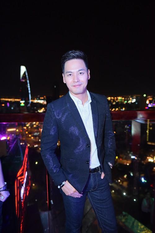 """Hoàng Thùy Linh khoe đường cong """"thôi miên"""" khán giả - 13"""
