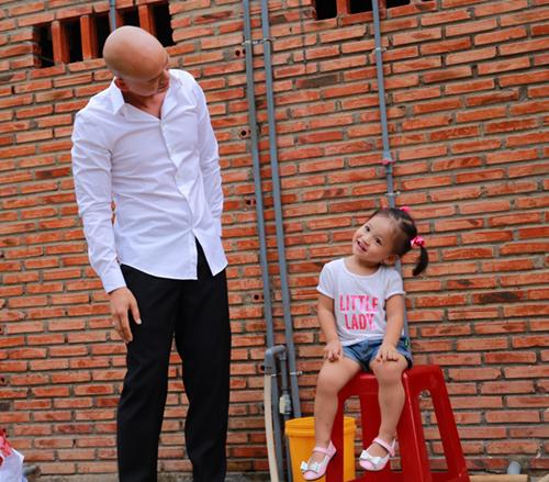 Con gái Phan Đinh Tùng xinh như thiên thần - 2