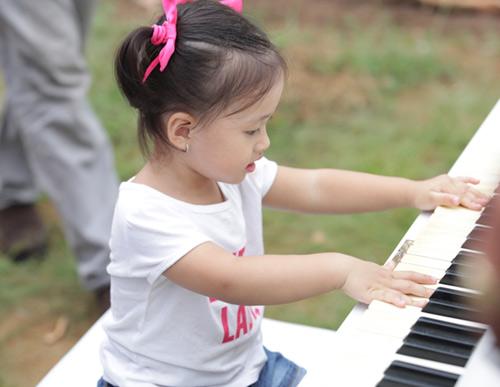 Con gái Phan Đinh Tùng xinh như thiên thần - 6
