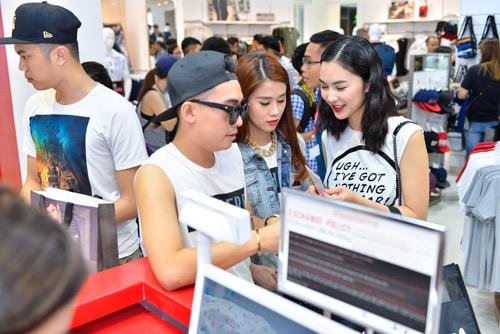 Bạn trẻ xếp hàng mua sắm trong ngày khai trương Penshoppe - 2