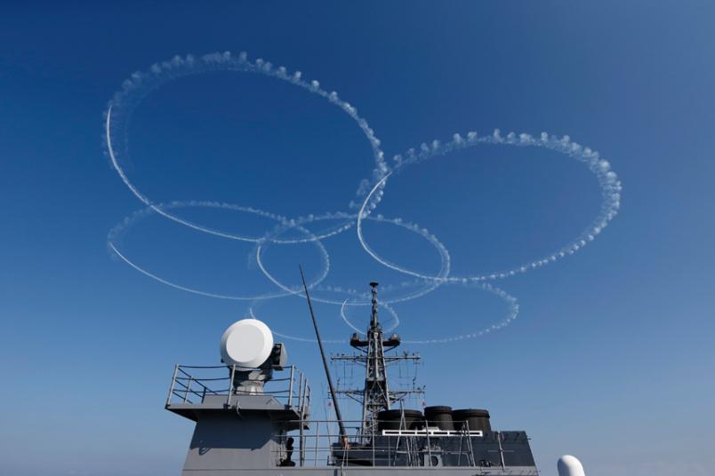 """Nhật bất ngờ """"khoe"""" sức mạnh dàn tàu chiến hoành tráng - 12"""