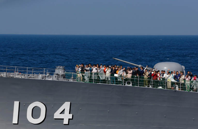 """Nhật bất ngờ """"khoe"""" sức mạnh dàn tàu chiến hoành tráng - 14"""