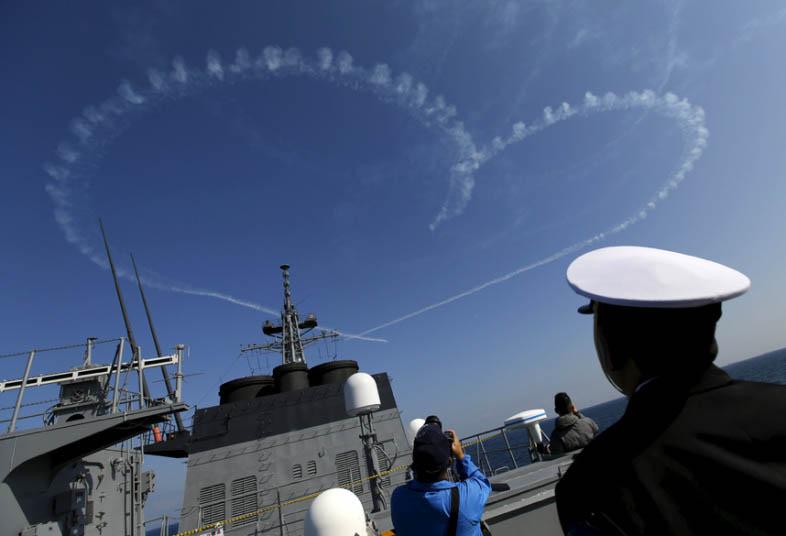 """Nhật bất ngờ """"khoe"""" sức mạnh dàn tàu chiến hoành tráng - 3"""