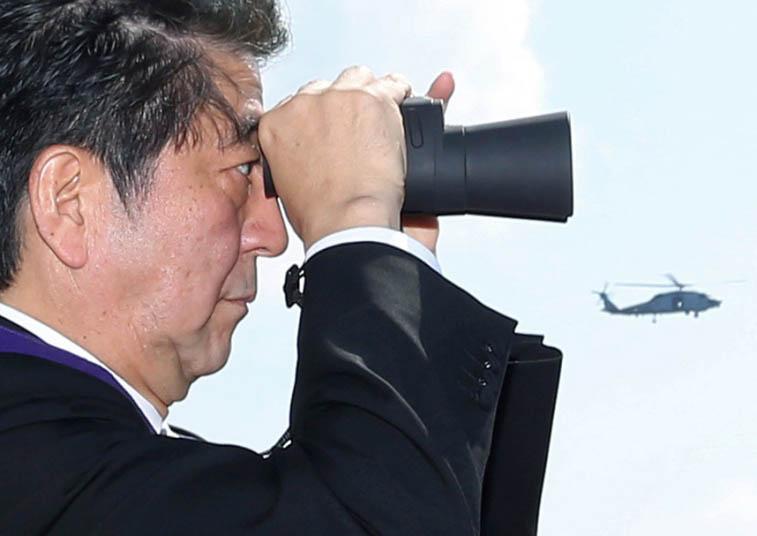 """Nhật bất ngờ """"khoe"""" sức mạnh dàn tàu chiến hoành tráng - 9"""
