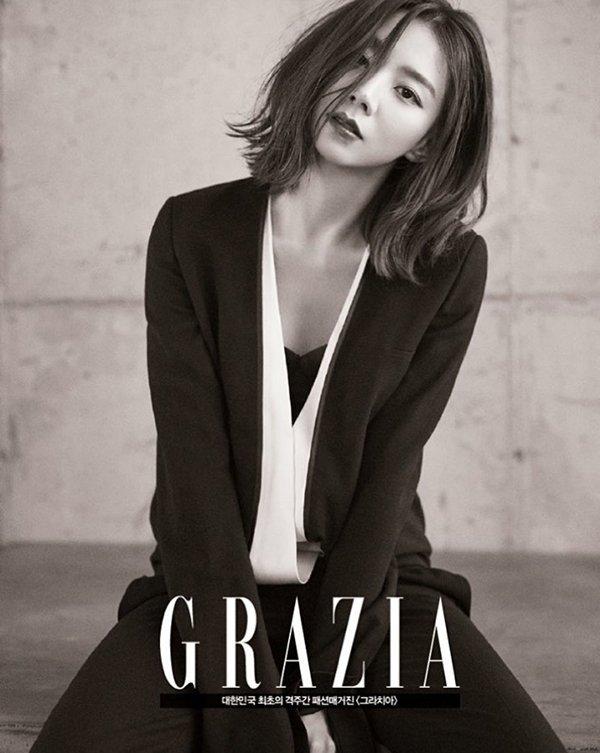 Bà xã Bae Yong Joon đẹp nõn nà sau khi kết hôn - 2