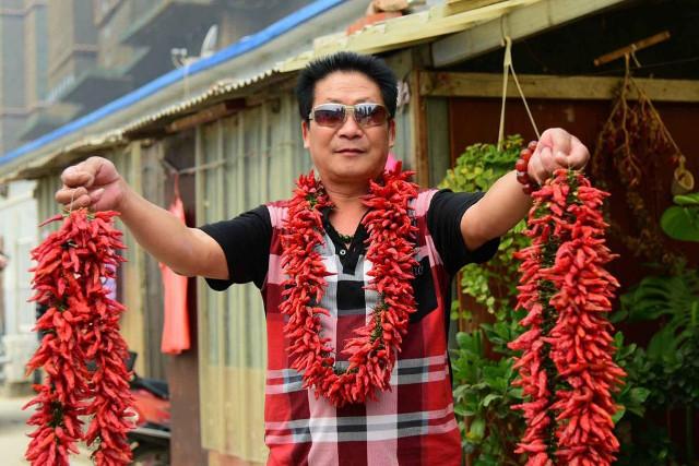 """""""Dị nhân"""" Trung Quốc ăn 2,5 kg ớt mỗi ngày - 2"""