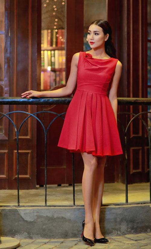 Bí quyết chọn trang phục ngọt ngào cho quý cô mùa dự tiệc - 9