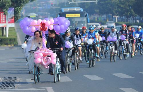 Xôn xao màn rước dâu bằng xe đạp siêu lãng mạn - 1