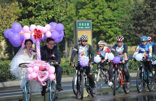 Xôn xao màn rước dâu bằng xe đạp siêu lãng mạn - 4