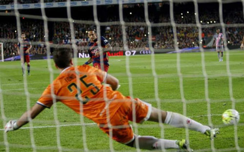 """Barca: """"Vua hưởng lợi"""" từ phạt đền ở châu Âu - 1"""
