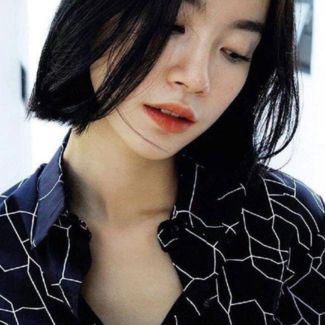 """Ngay sau đó, cộng đồng mạng Việt bắt đầu  """" truy lùng """"  danh tính và được biết cô gái này tên là Jularat Hanrungroj"""