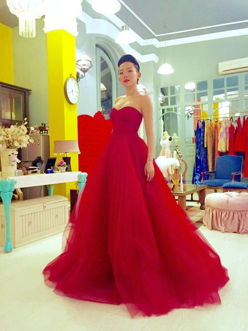 Váy hot nhất tuần: Đầm cúp ngực 150m vải của Tóc Tiên - 4