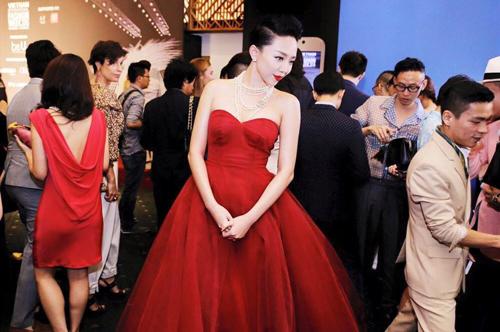 Váy hot nhất tuần: Đầm cúp ngực 150m vải của Tóc Tiên - 3