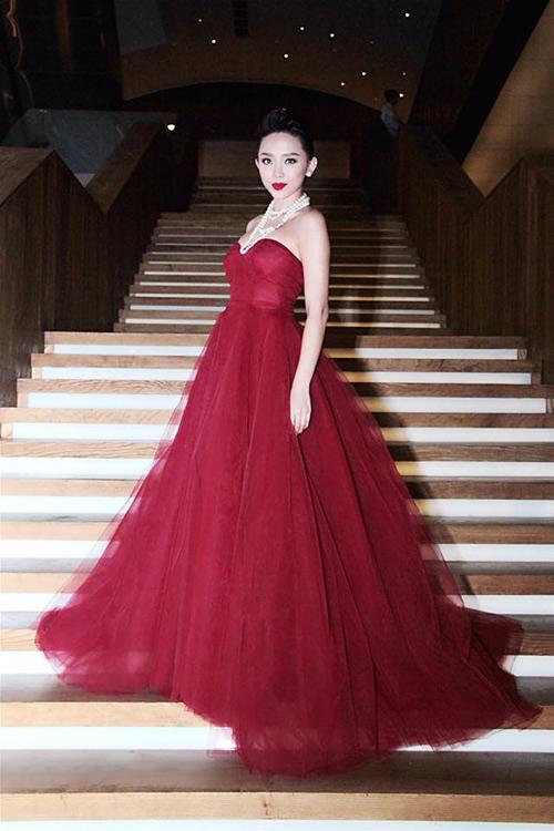Váy hot nhất tuần: Đầm cúp ngực 150m vải của Tóc Tiên - 2