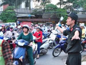 Tin tức trong ngày - Xem Công an HN ra quân tổng lực chống ùn tắc giao thông