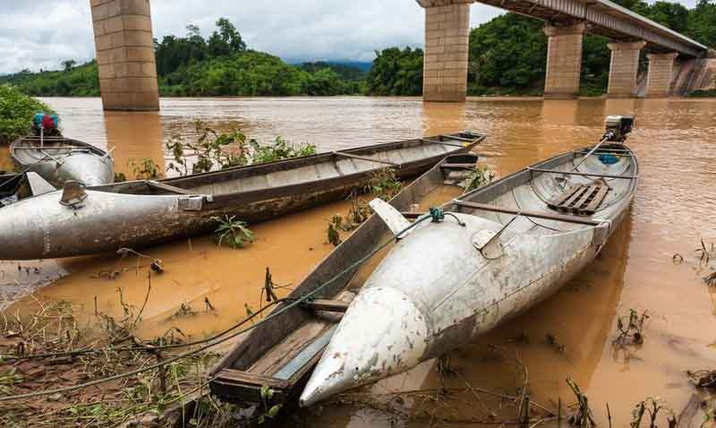 Biến vỏ bom thành vật dụng độc đáo ở Lào - 5