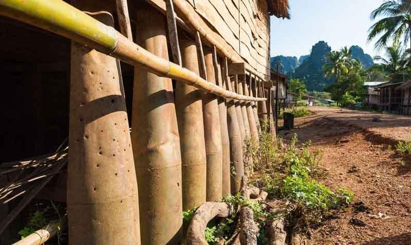 Biến vỏ bom thành vật dụng độc đáo ở Lào - 7