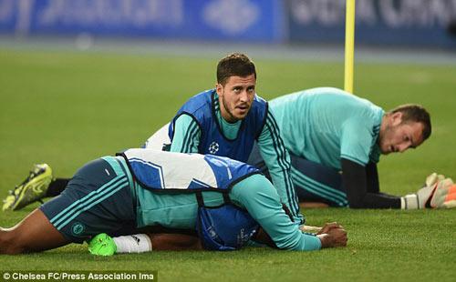 Pedro chấn thương, Hazard vẫn không chắc đá chính - 1