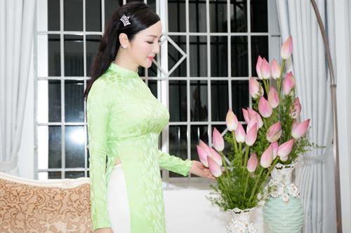 Giáng My mở tiệc tại nhà riêng mừng ngày 20.10 - 7