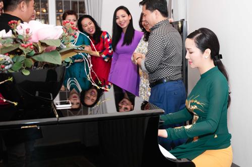 Giáng My mở tiệc tại nhà riêng mừng ngày 20.10 - 11