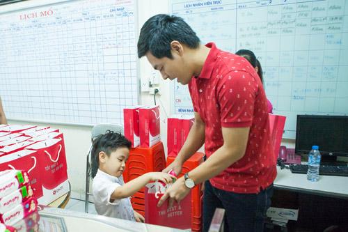 Quý tử nhà MC Phan Anh đòi bố phải sinh thêm em bé - 1