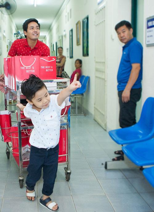 Quý tử nhà MC Phan Anh đòi bố phải sinh thêm em bé - 2