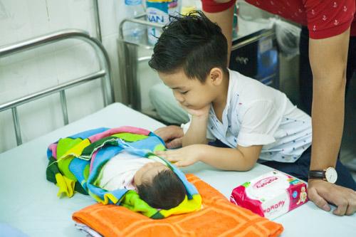 Quý tử nhà MC Phan Anh đòi bố phải sinh thêm em bé - 5