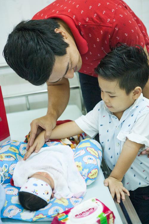 Quý tử nhà MC Phan Anh đòi bố phải sinh thêm em bé - 6