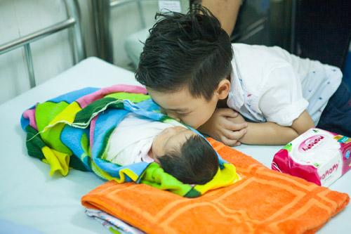 Quý tử nhà MC Phan Anh đòi bố phải sinh thêm em bé - 8