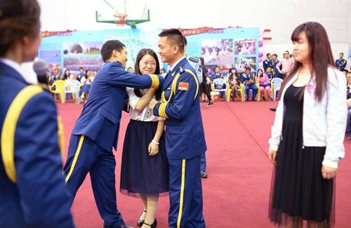 Hàng trăm gái trẻ nô nức đăng ký hẹn hò với lính - 4