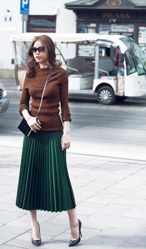 Diễm Trang mặc sành điệu trên phố Ba Lan - 9