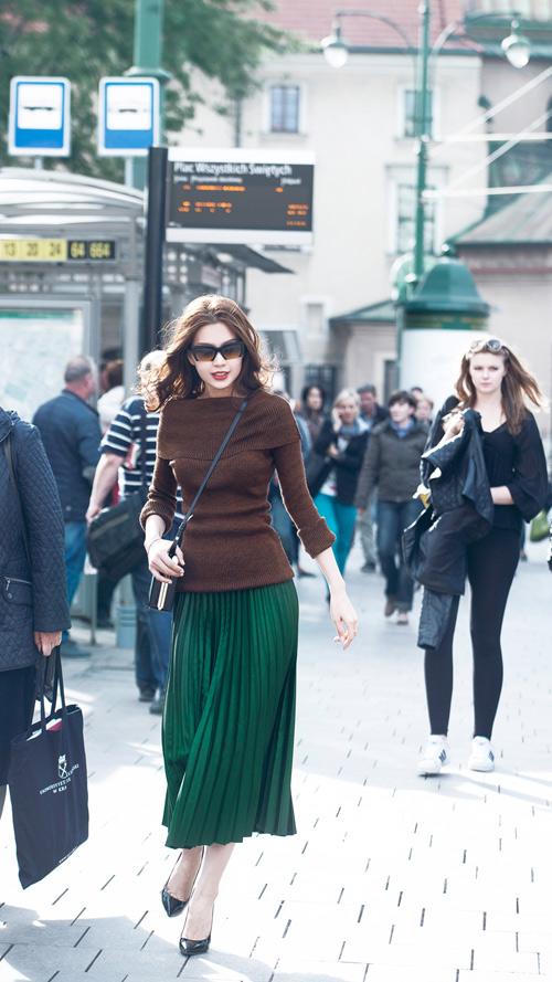 Diễm Trang mặc sành điệu trên phố Ba Lan - 2