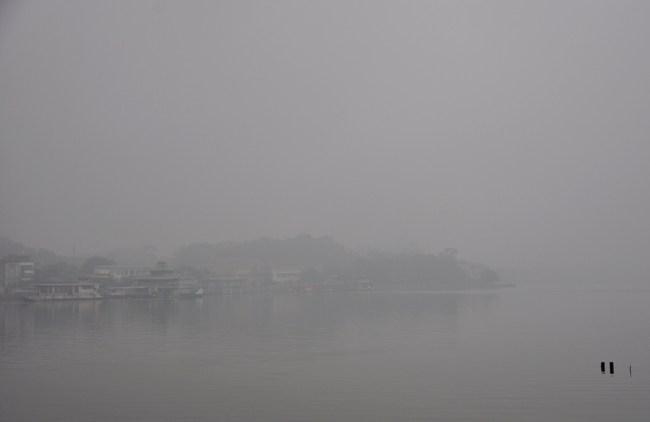 Ảnh: Hà Nội ẩn hiện trong sương mù mùa thu - 10