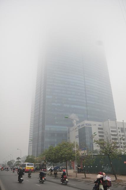 Ảnh: Hà Nội ẩn hiện trong sương mù mùa thu - 4
