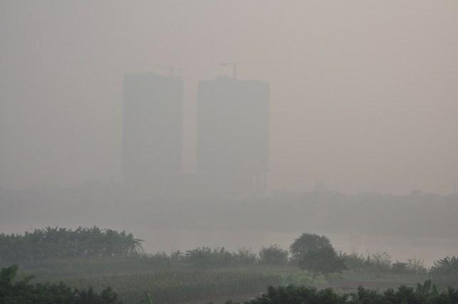 Ảnh: Hà Nội ẩn hiện trong sương mù mùa thu - 6