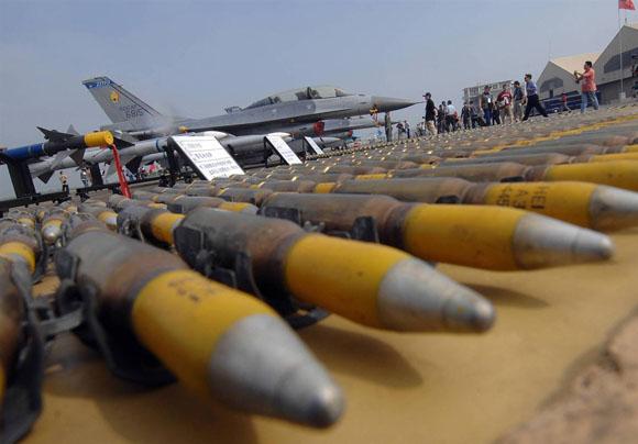 IS trỗi dậy, Mỹ bán được 46,6 tỷ USD khí tài quân sự năm 2015 - 1