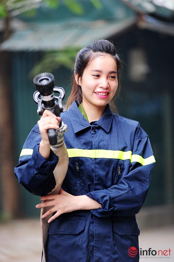 Một ngày làm việc của những nữ cảnh sát PCCC - 6