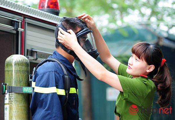 Một ngày làm việc của những nữ cảnh sát PCCC - 7