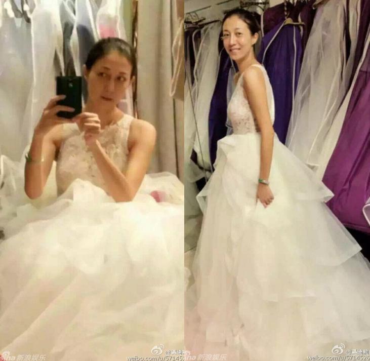 """""""Vợ hờ"""" Thành Long xúc động khi lần đầu mặc váy cô dâu - 1"""