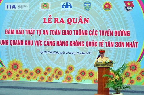 Hàng trăm cảnh sát giải tỏa ùn tắc gần sân bay Tân Sơn Nhất - 1