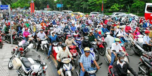 Hàng trăm cảnh sát giải tỏa ùn tắc gần sân bay Tân Sơn Nhất - 4