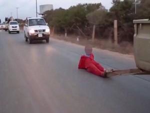 """Tin tức trong ngày - IS hành quyết """"điệp viên"""" bằng cách kéo lê trên đường"""