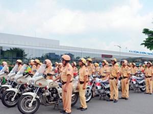 Tin tức Việt Nam - Hàng trăm cảnh sát giải tỏa ùn tắc gần sân bay Tân Sơn Nhất