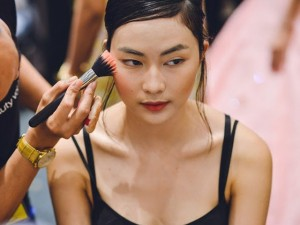 Làm đẹp - 4 xu hướng làm đẹp lên ngôi sau Tuần lễ thời trang Việt