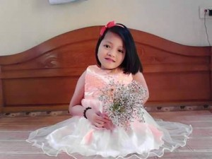 Bạn trẻ - Cuộc sống - Cô gái xương thủy tinh làm thiệp kiếm tiền nuôi em ăn học