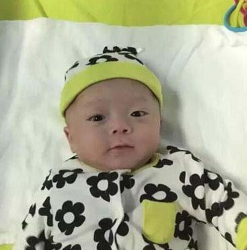 Bé trai sinh non nặng 0,5kg sống sót kỳ diệu - 1