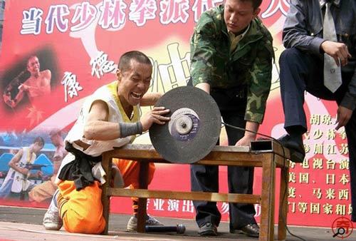 """Máy khoan """"bất lực"""" trước võ tăng Thiếu Lâm - 4"""